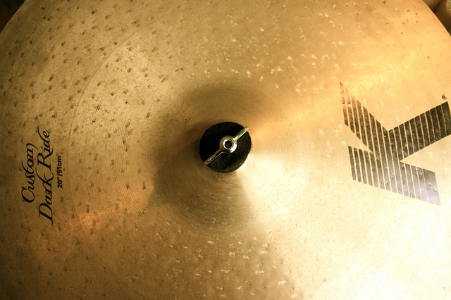 clean non-brilliant cymbal
